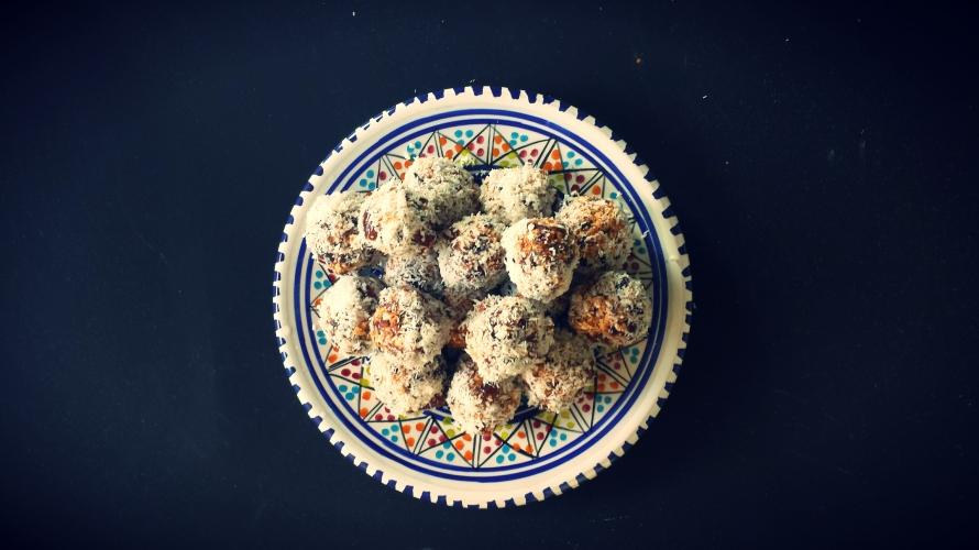 It's a date! My easy recipe for healthy date snacks. www.kynzah.com